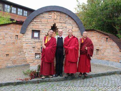 Tibetische Mönche in Moosdorf
